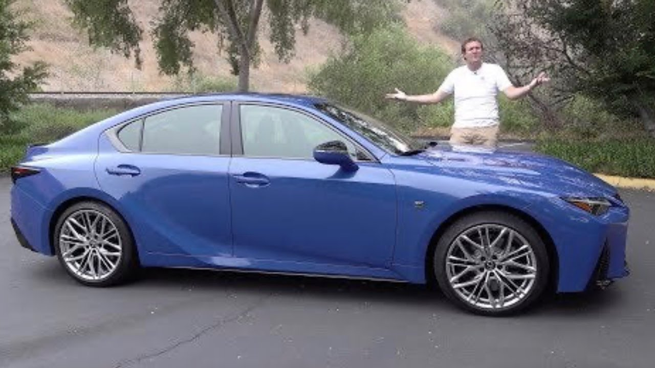 Lexus IS 500 2022 года - это олдскульный спортивный седан на V8
