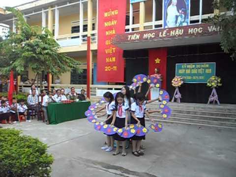 Múa chào mừng Ngày Nhà giáo Việt Nam 20/11 tại trường TH Phú Quý 2