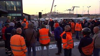 Genova, presidi e blocchi dei lavoratori No Green Pass lavoratori a varco PSA Prà del porto
