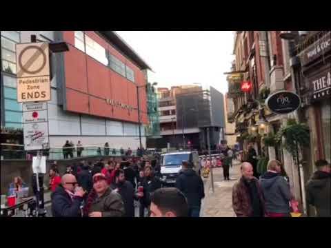 Manchester-Sevilla: Los Sevillistas Comienzan a Dirigirse hacia Old Trafford