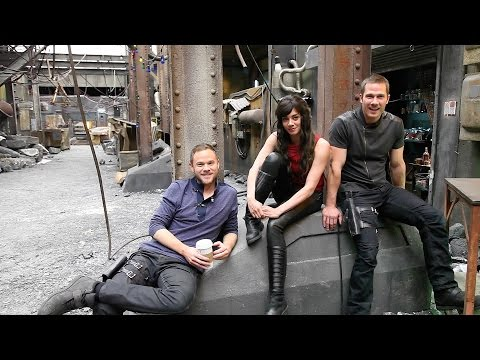 On set with the stars of 'Killjoys'