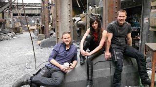 On set with the stars of 'Killjoys'
