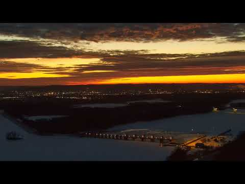 Great Spirit Bluff Falcons - Cliff View Cam 01-17-2018 04:50:32 - 05:50:34
