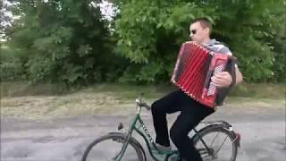 Rowerowe granie na akordeonie / ucieczka przed burzą
