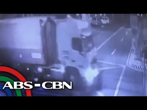 Trailer truck, sumalpok sa motor sa Caloocan; 1 patay