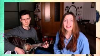 Девушка красиво поет под гитару Нереально красиво поет