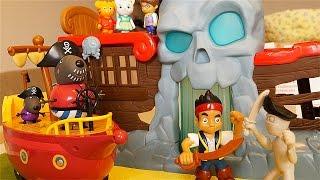Jake salva Daniel Tiger e Peppa Pig alle Cascate dei Pirati [Storia in Italiano per Bambini]