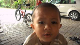 ULTRAMAN MEBIUS SONG SINGING BY YOUNG CHILD FROM MALAYSIA (4TH YEARS OLD 2012) !