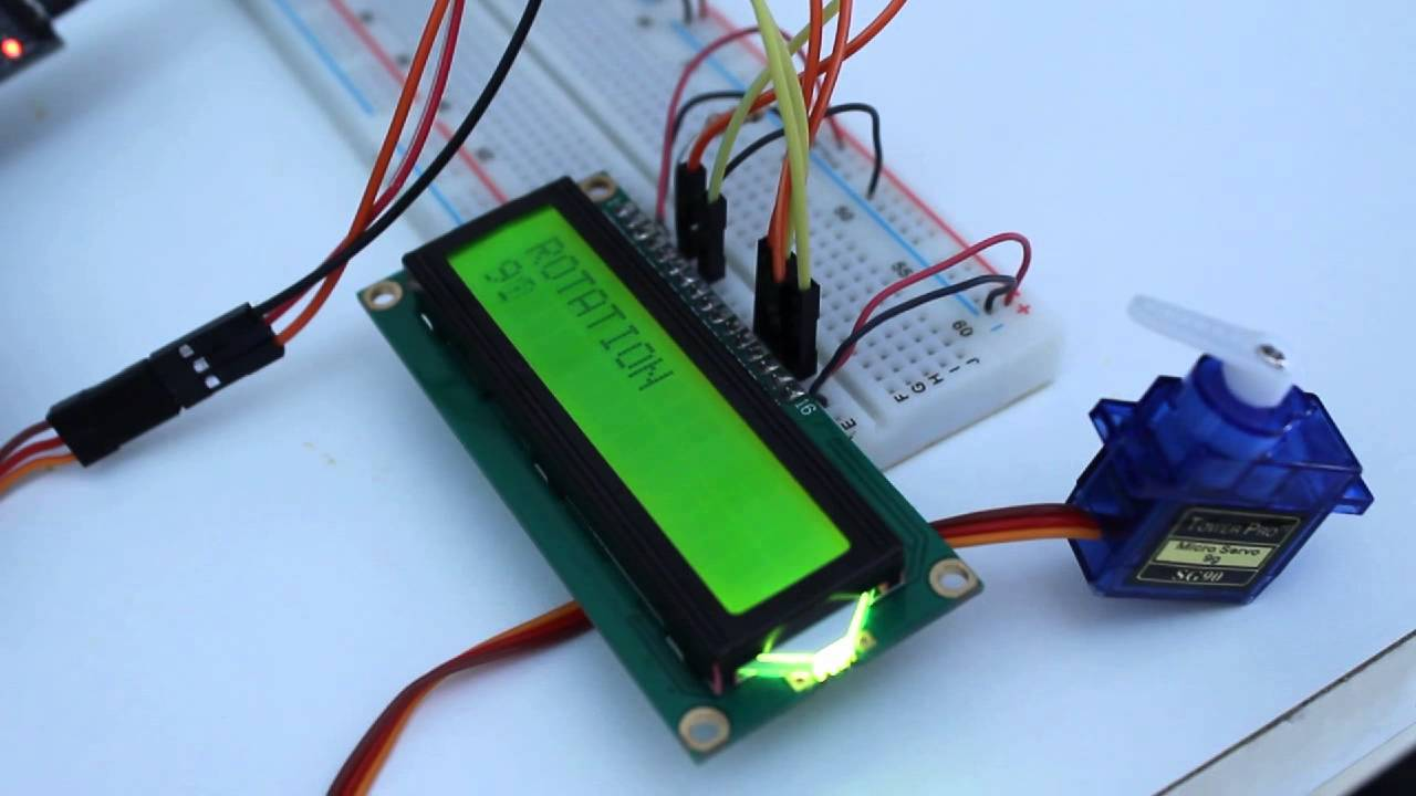 Arduino mini pro clone controlling a servomotor and lcd