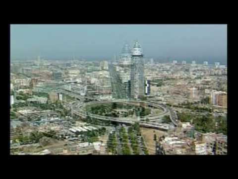 """Torre Agbar: """"La torre que toca el cielo"""""""