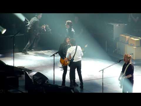 Dave Grohl queria Paul McCartney e Kanye West junto com Foo Fighters no Glastonbury