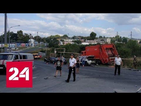 Неуправляемый мусоровоз протаранил 15 машин в Севастополе - Россия 24