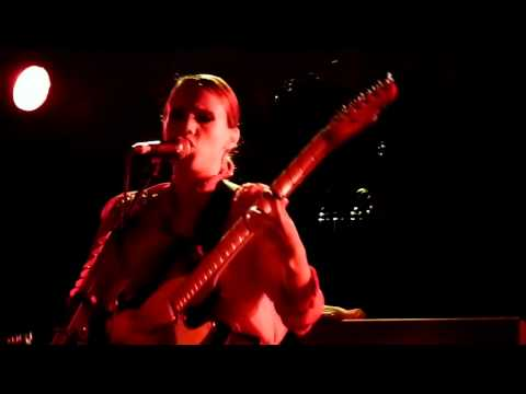Anna Calvi - I'll Be Your Man live Manchester Cathedral 14-11-11 mp3