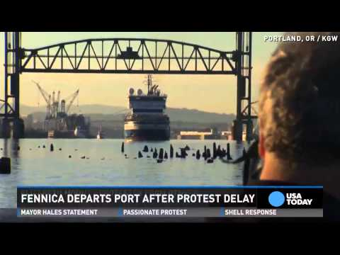 Dramatic end to #ShellNo protesters dangling from bridge