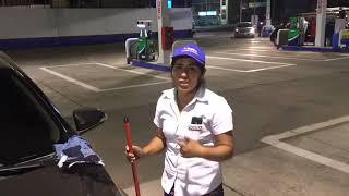 Cómo limpiar el parabrisas de un auto