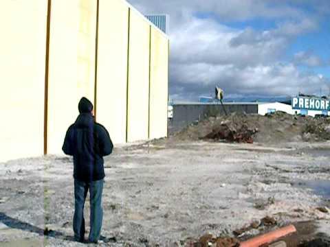Allan Bell pegado a la pared, Coin 2008