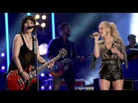 Dana McKenzie - JOAN JETT TO SING WITH CARRIE UNDERWOOD ON 'SUNDAY NIGHT FOOTBALL' SONG