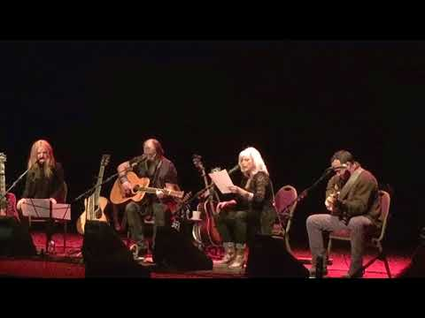 """Emmylou Harris, Steve Earle, Dave Matthews, Patty Griffin """"Refugee"""" by Tom Petty (Seattle 3 Oct '17)"""