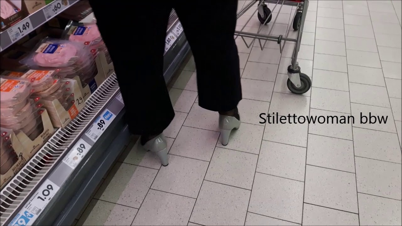 Shopping with graue pumps, Stilettowoman bbw