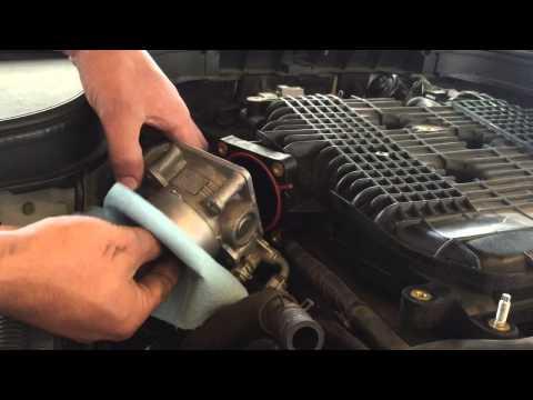 Cleaning Infiniti G37 throttle body