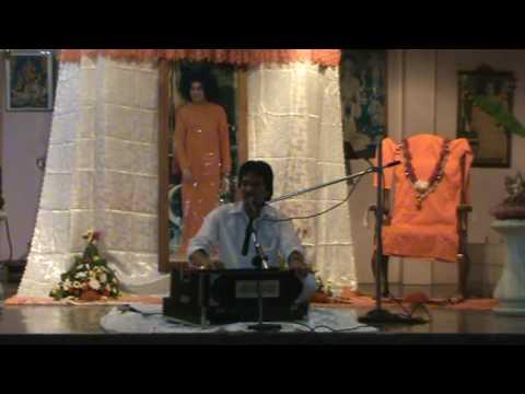 Sri Ajnish Rai Sings Sai Natha Bhagavan