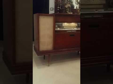 a vendre bonne occasion meuble a radio avec tourne disque prix 700