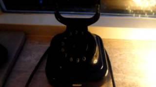 Nederlands: een prachtige oude telefoon rinkelt! de geluidskwaliteit is niet zo toppie.. english: an old telephone ringing, the sound quality not so good....