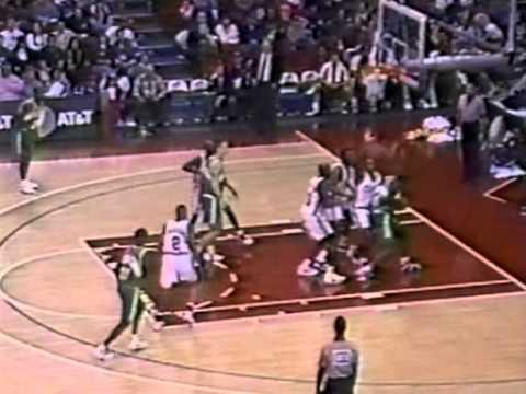 Gary Payton (33 pts/14asts/7rebs) & Shawn Kemp (42 pts/14rebs) vs LA Clippers (1994)