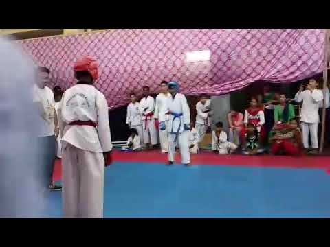 Karate fight I am red belt and I win goald