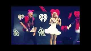 Ariana Grande lip sync and vocal fails (NEW) - Ariana Grande dublando e desafinando.