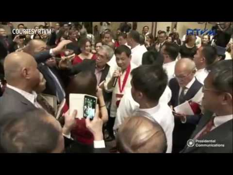 Duterte singing 'Ikaw' at San Beda College of Law homecoming