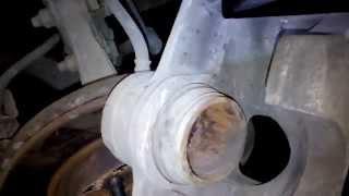 Ремонт переднего тормозного суппорта и замена колодок Киа Церато(KIA Cerato 2007)