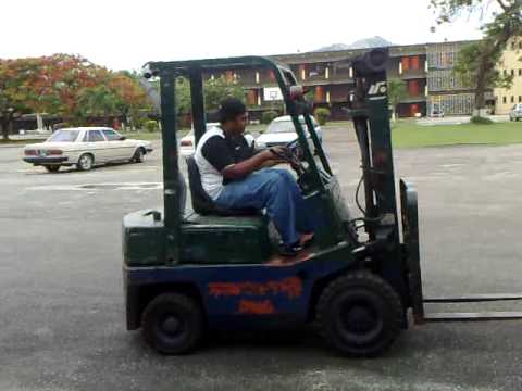 Nissan QF01 A1.5 Forklift - YouTube
