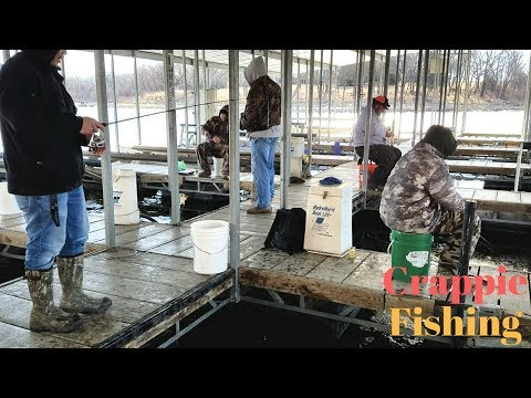 Crappie Fishing in the Icy water. EP 40