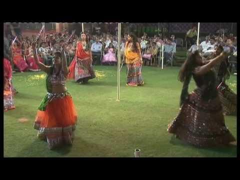 Gujrati dandiya dance on Rangilo mharo dholna n dhol baje choreographed by suraj