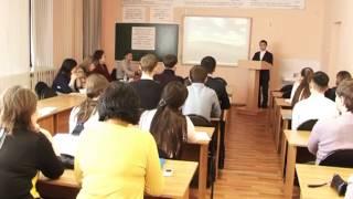 Школьники изучают историю