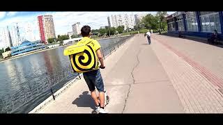 Трейлер к выпуску Яндекс Еды - Авто курьер против Пешего курьера.