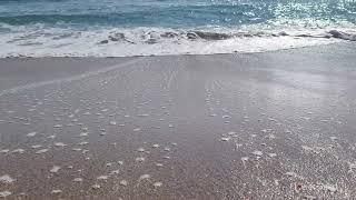 [4K 영상소스] 밀려오는 파도소스. 바다의 고운모래.…
