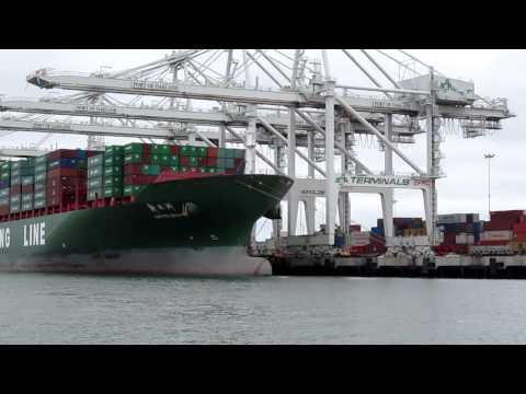 Port of Oakland cargo ship unloading