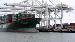 Port of Oakland cargo ship unloading