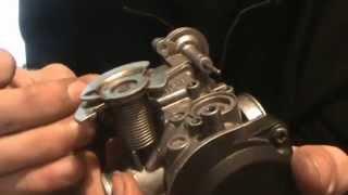 видео Ремонт карбюратора скутера: чистка и установка, регулировка (настройка) карбюратора на 2т и 4т скутере.