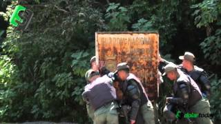 Guardia Nacional de Venezuela contra letrero oxidado