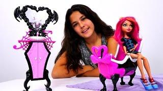 Monster High Howleen oyuncak bebek evini tanıtıyor