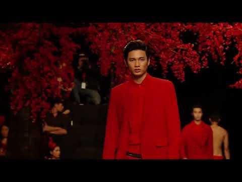 Tăng Thanh Hà mở màn xuất sắc trong show The Muse 2 của NTK Đỗ Mạnh Cường