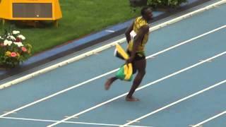 Усейн Болт танцует после победы Чемпионат мира по легкой атлетике 18,08.13