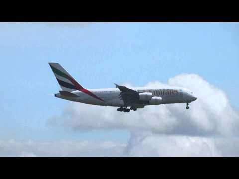 Landing Airbus A380 Emirates op Zwanenburgbaan