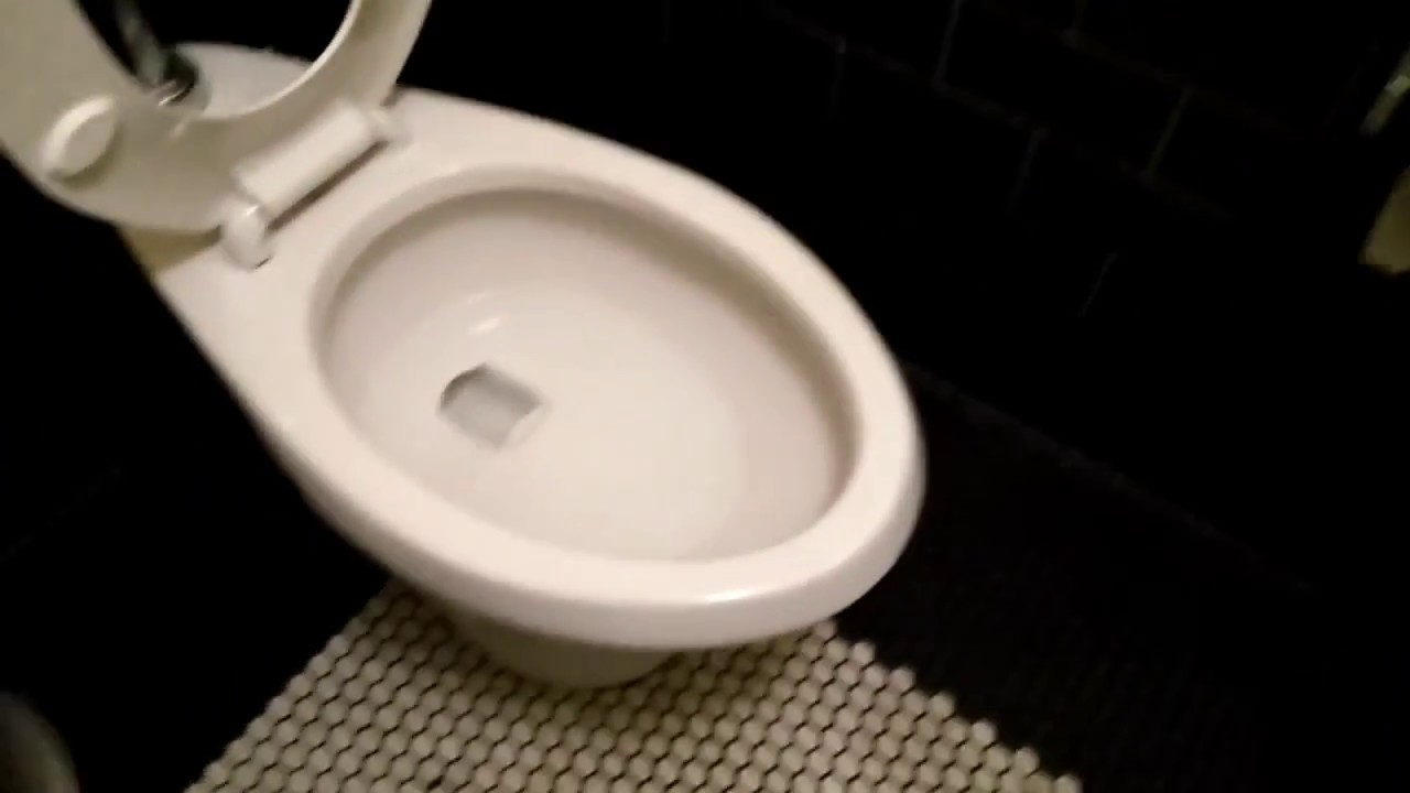US TOILET = «AMERICAN STANDARD Madera on flushometer» - YouTube