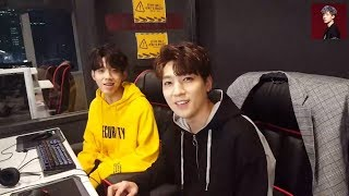 Video DAY6's Sungjin and Dowoon talking about Stray Kids' Chan download MP3, 3GP, MP4, WEBM, AVI, FLV Desember 2017