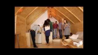 видео Как сделать комнату на чердаке частного дома своими руками