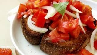 Ячменный хлеб и дакос